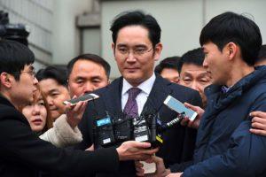 Corea del Sur: El heredero de Samsung Lee Jae-yong es condenado a cinco años de cárcel por corrupción
