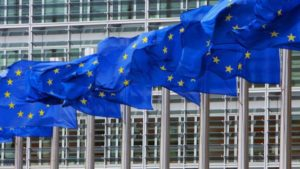"""La Unión Europea retirará a Panamá, Corea del Sur y otros cinco países de """"lista negra"""" de paraísos fiscales"""