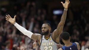 """El doble """"imposible"""" de LeBron James y locura en el infartante triunfo de los Cavaliers en la NBA"""