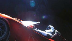 Este sitio web te permite seguir el auto deportivo de Elon Musk por el espacio
