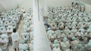 La impactante foto de la fábrica en la que las mujeres explotadas tienen prohibido hablar