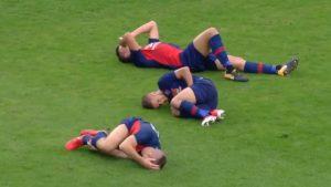 Viral: la llamativa jugada que dejó tres lesionados del mismo equipo al mismo tiempo
