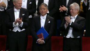Kazuo Ishiguro recibió en Estocolmo el Premio Nobel de Literatura